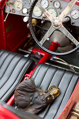 Leather seat - p877m1146182 by Julia Wagner