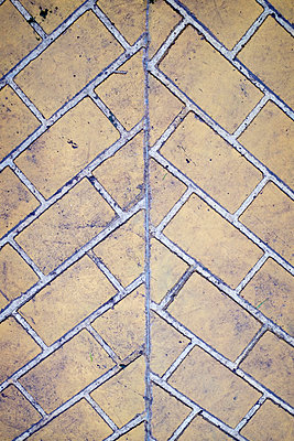 Dirtly geometric floor - p1228m1225751 by Benjamin Harte