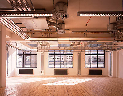 60 Whitfield Street W1, London. Empty unit interior with sunlight. - p8551406 by Peter Durant