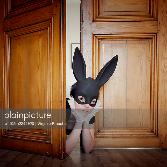 Woman in black dress and black bunny mask, portrait - p1105m2244920 by Virginie Plauchut