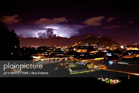Unwetter über der Stadt - p1116m1217056 von Ilka Kramer