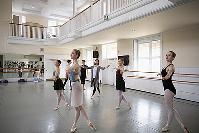Instructor and female ballet dancers practicing in dance studio - p1192m1403466 by Hero Images