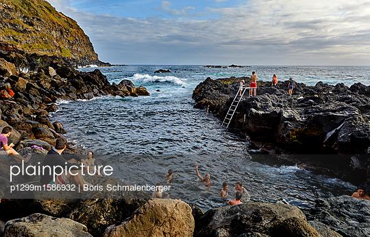 Kleine Bucht als natürlicher Swimmingpool - p1299m1586932 von Boris Schmalenberger