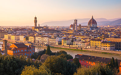 High view of Florence, with the Dome and Palazzo Signoria. Florence, Tuscany, Italy - p651m2033082 by Stefano Termanini