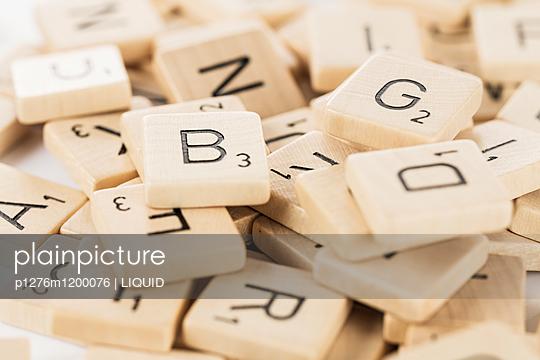 Kleiner Haufen Scrabblesteine - p1276m1200076 von LIQUID