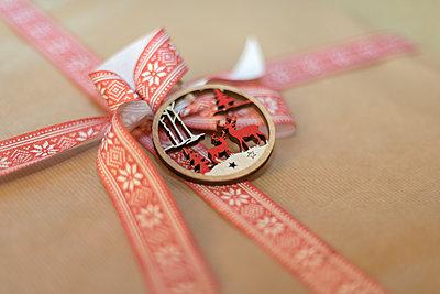 Weihnachtsgeschenk - p1433m2126513 von Wolf Kettler