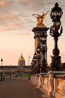 France, Paris, Pont Alexandre III in the evening, Les Invalides in the background - p300m1180815 by Christina Falkenberg