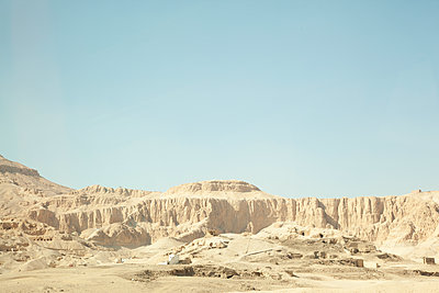 Egypt, Luxor, Desert and canyon - p352m1186853 by Daniel Sahlberg