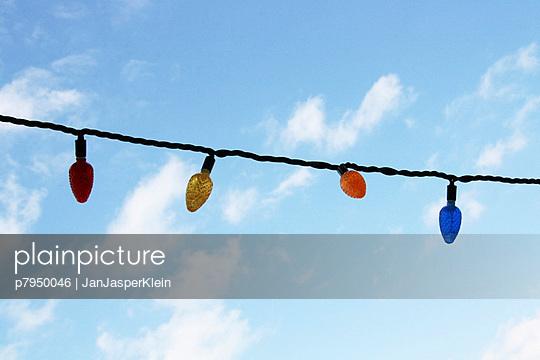 Bunte Lichterkette - p7950046 von Janklein
