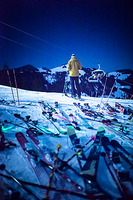 France, Skier at night - p1007m2216544 by Tilby Vattard