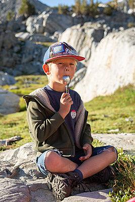 Boy with spoon - p756m2122792 by Bénédicte Lassalle