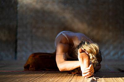 Yoga pose - p1295m2133262 by Katharina Bauer