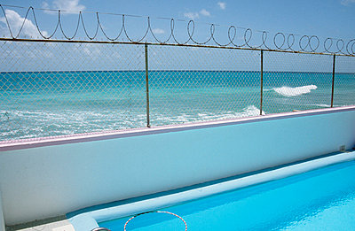 Pool am Meer - p0450679 von Jasmin Sander