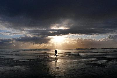 Abenddämmerung an der Küste - p896m834826 von Stijn Rademaker