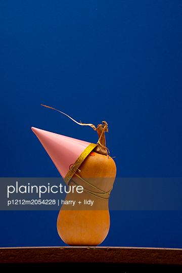 Kürbis mit Partyhut - p1212m2054228 von harry + lidy