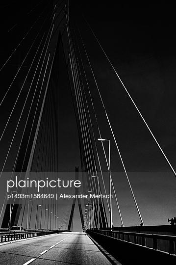 Köhlbrandbrücke in Hamburg I - p1493m1584649 von Alexander Mertsch
