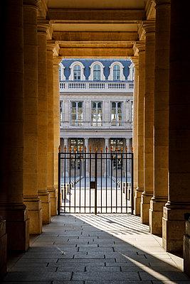 Palais Royal, closed gate, Paris, France, shutdown due to Covid-19 - p1329m2177975 by T. Béhuret