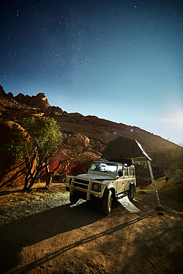 Africa, Namibia, Spitzkoppe, starry sky, off-road vehicle with roof tent - p300m1567791 by Christian Vorhofer
