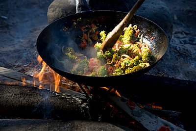 Cooking outside - p6280485 by Franco Cozzo