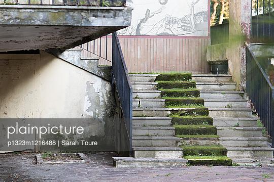 Ruine - p1323m1216488 von Sarah Toure