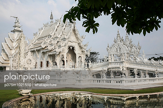 Wat Rong Khun - p375m1021510 by whatapicture