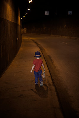 Young boy in a tunnel - p1028m1573864 by Jean Marmeisse