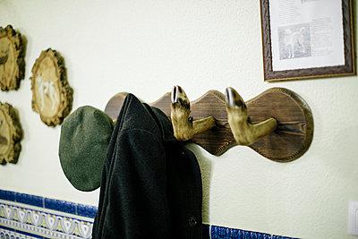 Schweinfuß-Kleiderhaken - p1085m984281 von David Carreno Hansen
