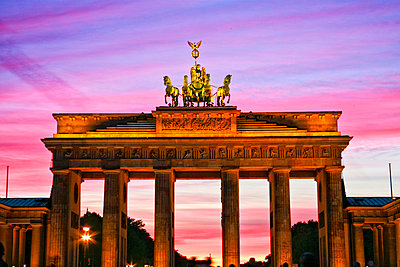 Brandenburger Tor - p1332m1528687 by Tamboly