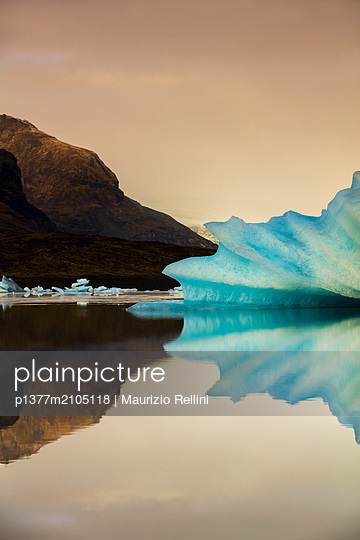 Iceland, East Iceland, Austurland, Höfn, Strange ice formations floating the lagoon at Jokulsarlon, eastern Iceland - p1377m2105118 by Maurizio Rellini