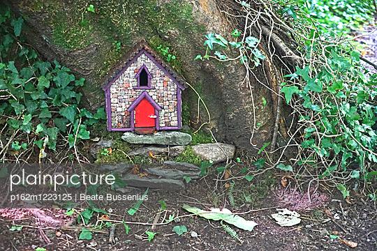 Feenhäuschen in Irland - p162m1223125 von Beate Bussenius
