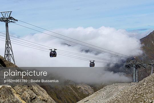 Seilbahn auf den Hintertuxer Gletscher - p162m951789 von Beate Bussenius
