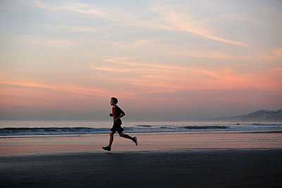 Runner at sunset on La Jolla Shores Beach, San Diego, California, USA - p343m1569028 by K.C. Alfred