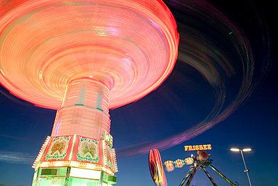 Karussell beleuchtet, am Abend, Oktoberfest, München - p6090535f von MONK photography