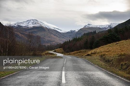 Road to Glen Nevis - p1166m2078390 by Cavan Images