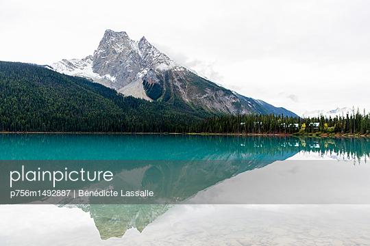 Emerald Lake in Yoho National Park - p756m1492887 by Bénédicte Lassalle