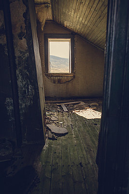 Old abandoned house in West Fjords, Iceland - p1084m986859 by Operation XZ