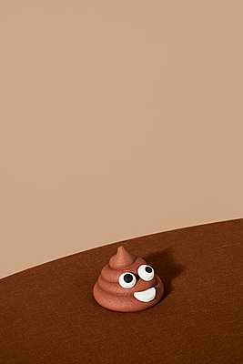 Chocolate ice cream or piece of po with eyes - p1423m2185600 von JUAN MOYANO