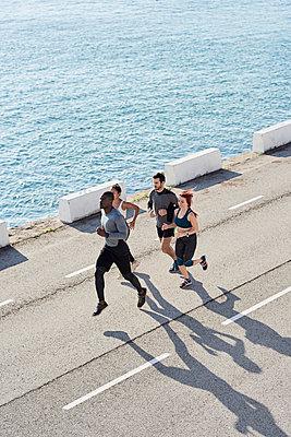 Group of people jogging - p300m2029357 by Juan Novakosky
