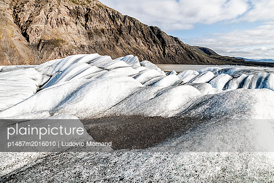 Ice waves - p1487m2016010 by Ludovic Mornand