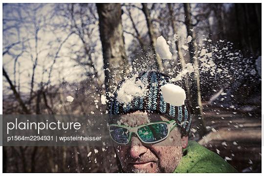 Snowball fight - p1564m2294931 by wpsteinheisser