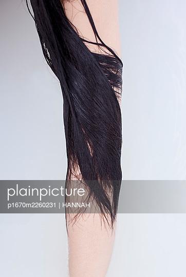 Black hair - p1670m2260231 by HANNAH