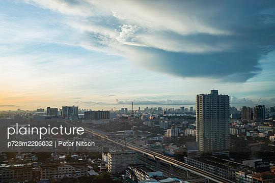 Thailand, Bangkok, Thunderous - p728m2206032 by Peter Nitsch