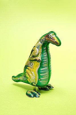 Blechspielzeug Dino - p2370548 von Thordis Rüggeberg