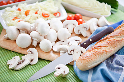 Sliced mushrooms on chopping board - p3007600f by Roman Märzinger