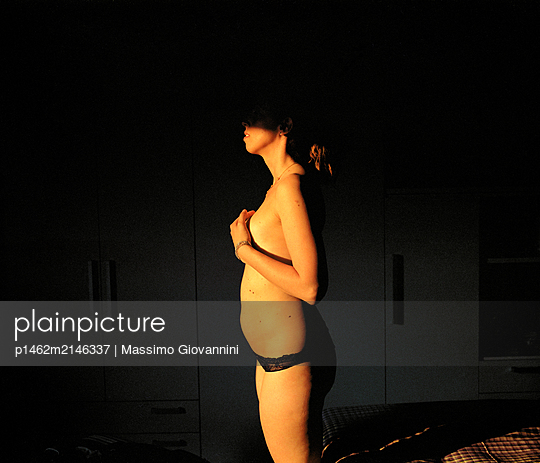 Naked woman in bedroom - p1462m2146337 by Massimo Giovannini