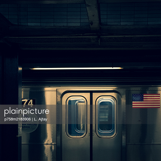Public transport, Empty underground, shutdown due to Covid-19, New York City - p758m2183906 by L. Ajtay