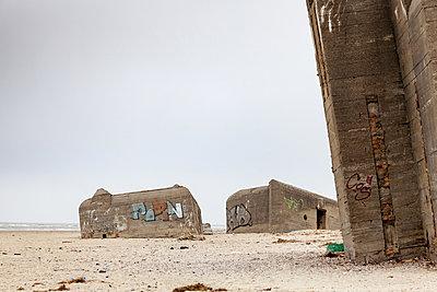 Bunker am Strand - p1168m1040702 von Thomas Günther
