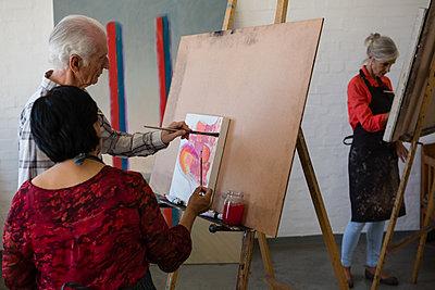 Senior artists painting in art class - p1315m1514473 by Wavebreak