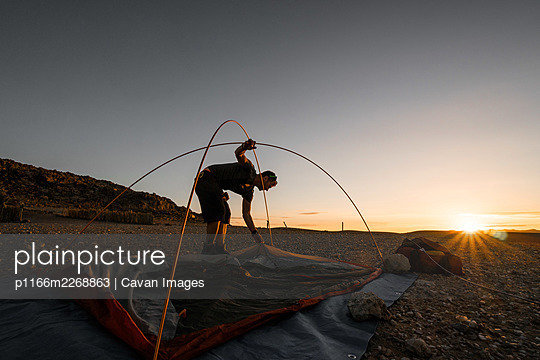 Setting Camp in Remote African Bush - p1166m2268863 by Cavan Images