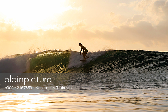 Surfer at sunset, Bali, Indonesia - p300m2167353 by Konstantin Trubavin